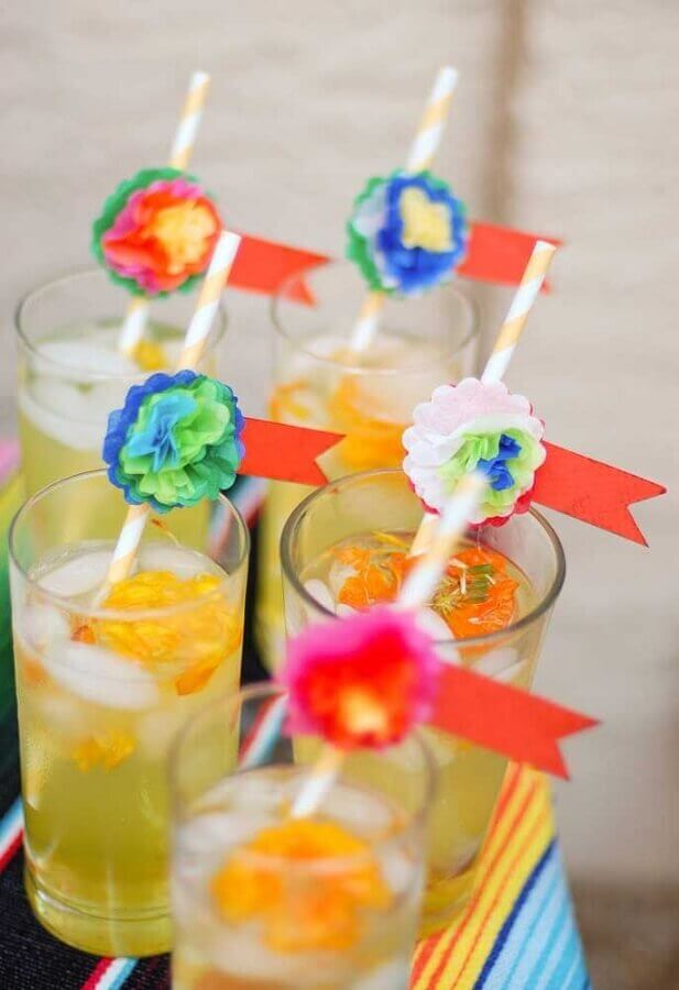 straws decorated with flowers for Mexican party Photo Pinterest