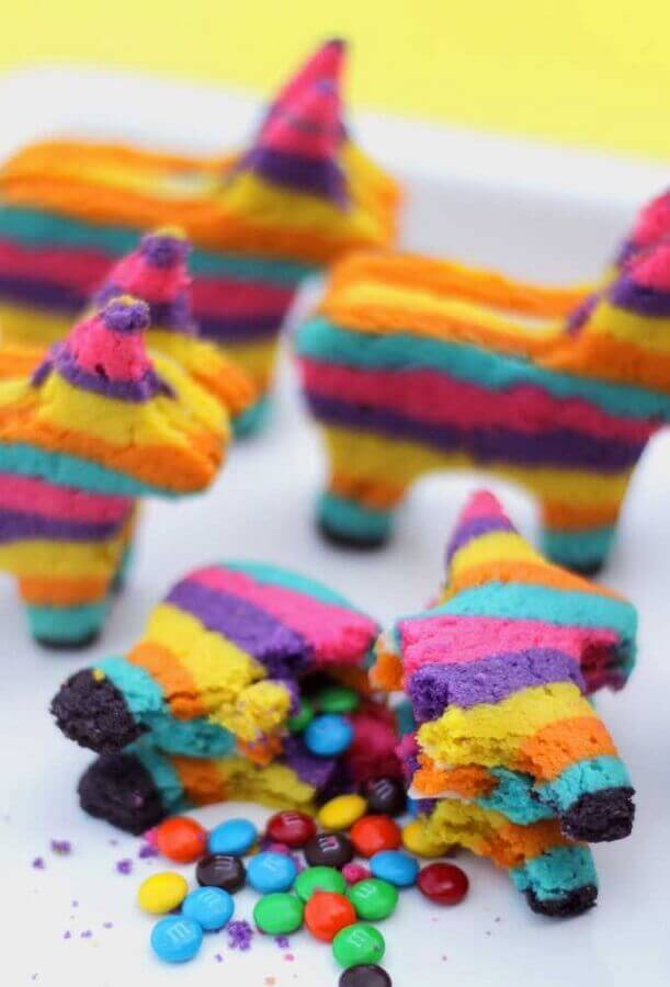 pinata shaped sweets for mexican party Photo Pinterest
