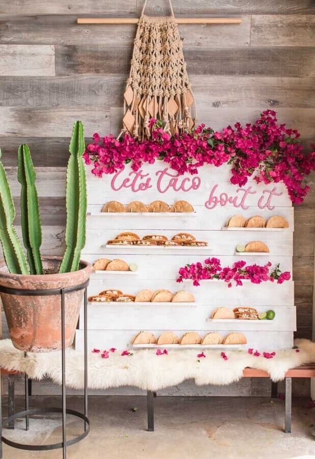 Mexican party with tacos corner Photo Kisses Events