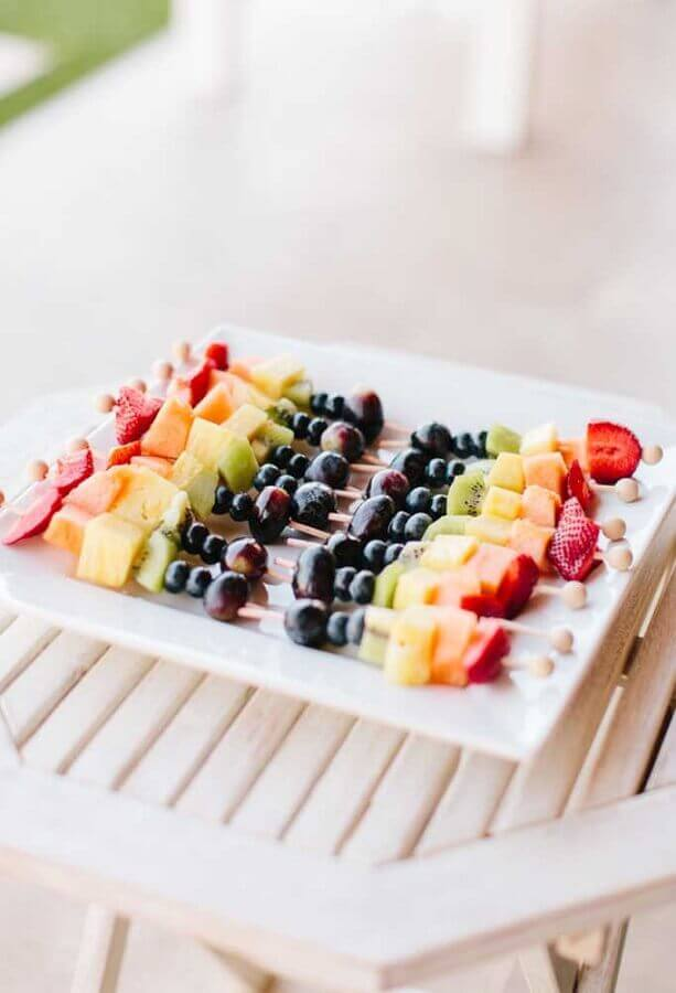 fruit skewers for simple children's party Foto Pinterest