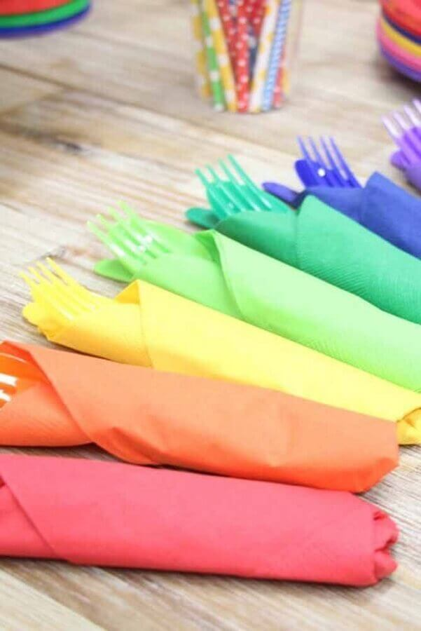 colourful cutlery and napkins for simple children's party Foto Pinterest
