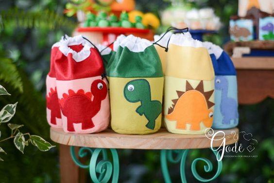 Surprise bag for dinosaur children's party
