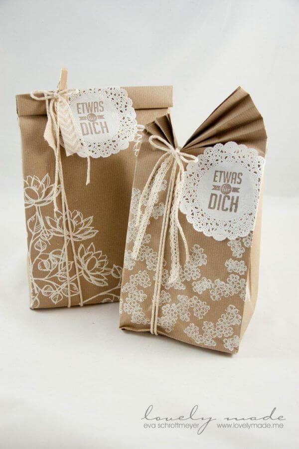 Surprise souvenir with bag