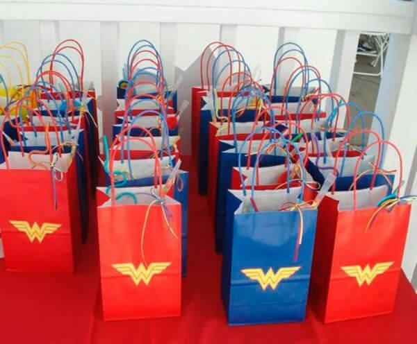 Surprise bag for wonder woman children's party