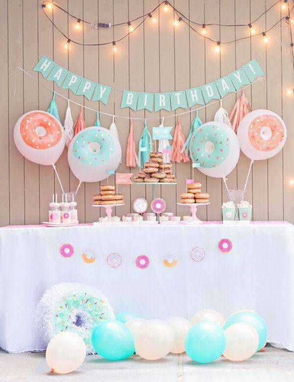 children's party decoration with bladders