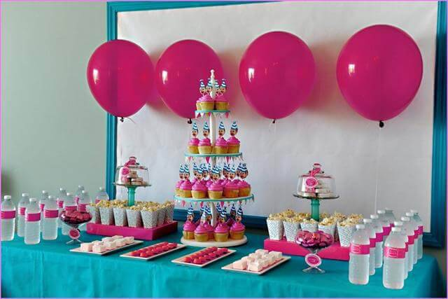 children's party decoration cupcake table