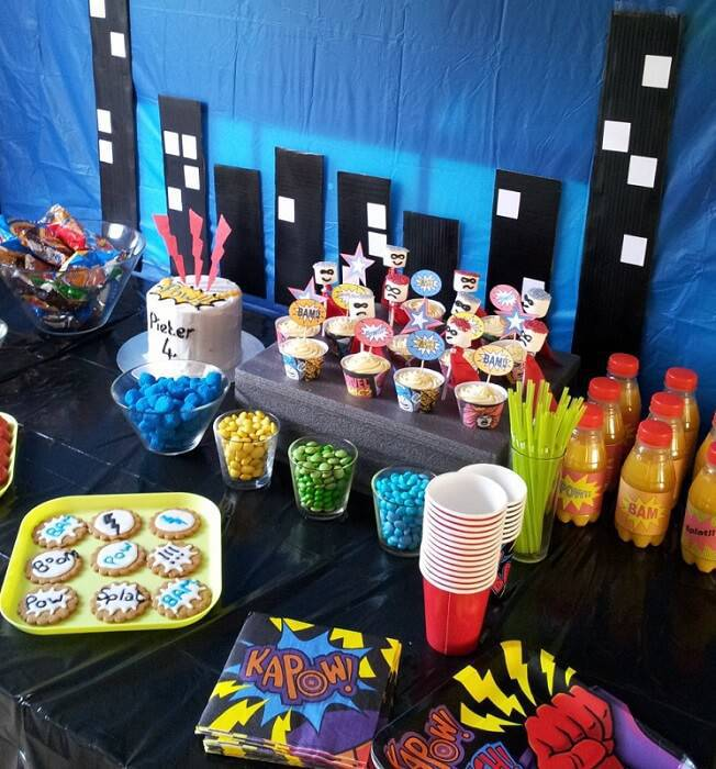 kids party decoration super heroes table