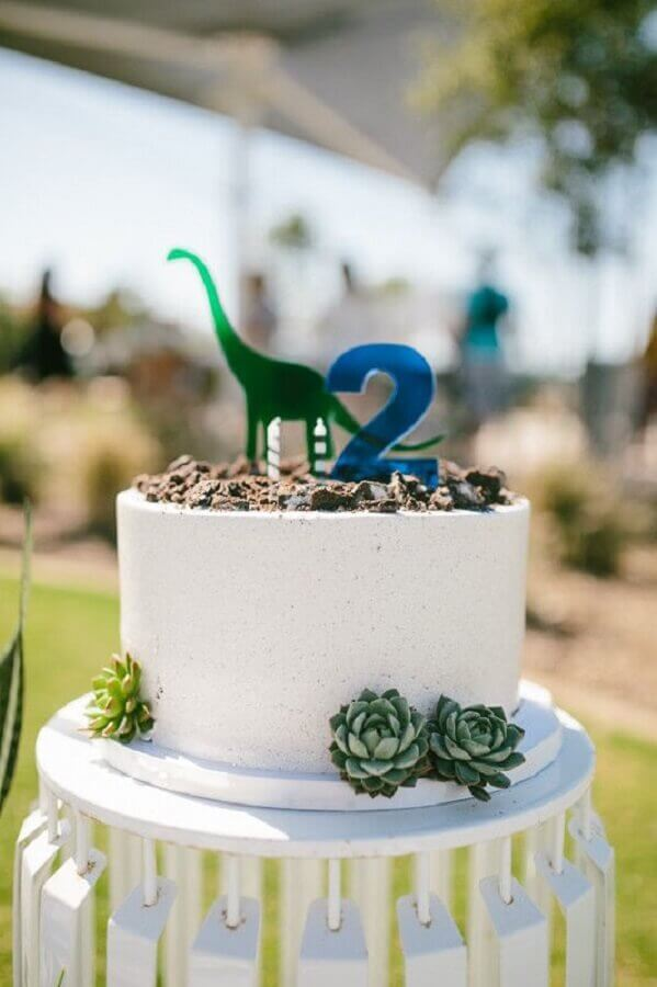 Dinosaur-themed children's party cake Photo Kisses Events