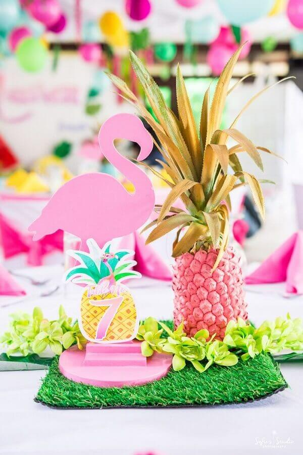 Pineapple for tropical flamingo party Photo Pinterest