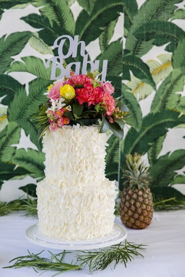 flower arrangement for white tropical cake Photo Party with Lenzo