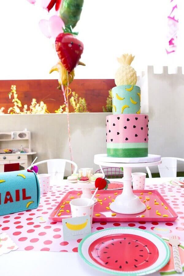 cake decorated with watermelon and pineapple banana print on top for tropical party Photo Pinterest