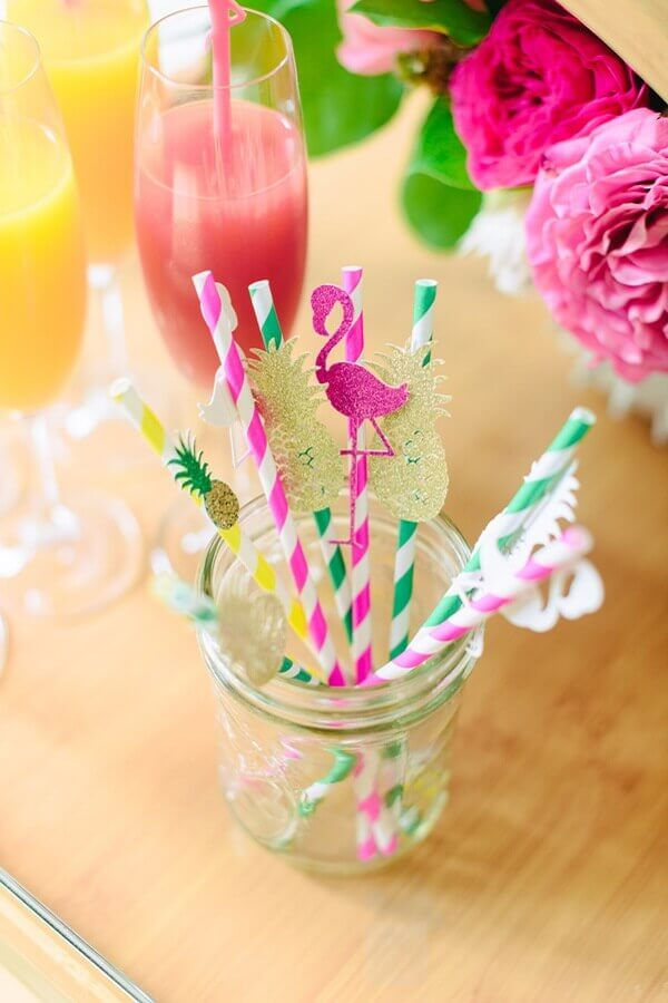 decorated straws for tropical party Foto Ruffled Blog