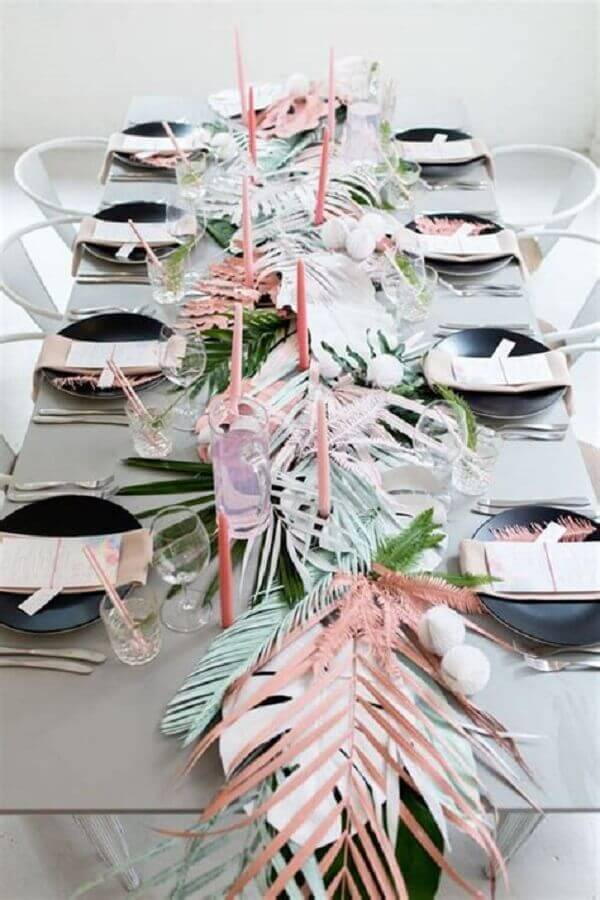wedding with tropical party decorated with foliage and candles Foto Picture Lights