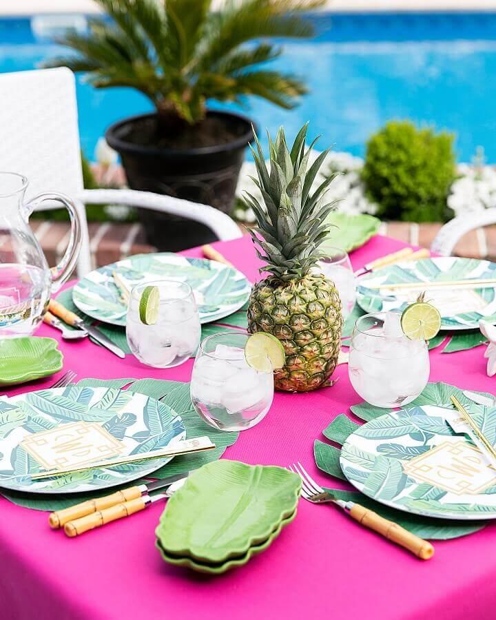 decorative details for simple tropical party Foto Pizzazzerie