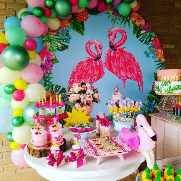 Tropical Party with flamingo decoration
