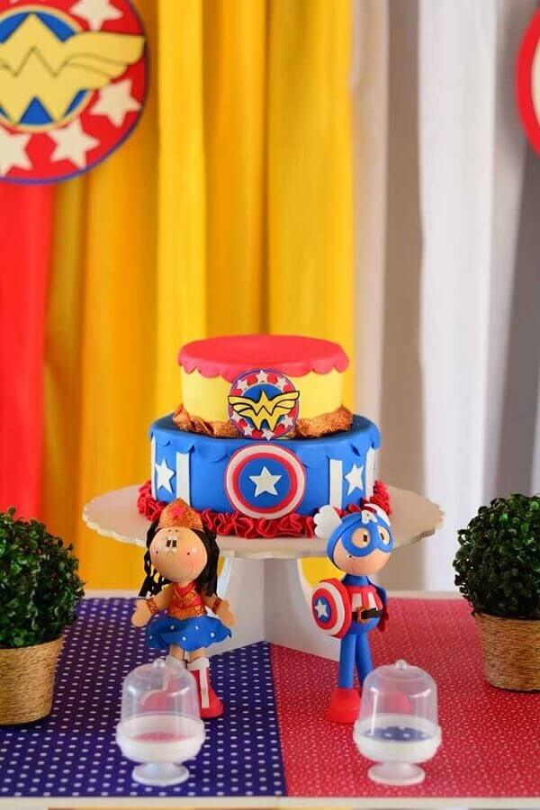 2 floor cake decorated for wonder woman's party Foto Kara's Party Ideas