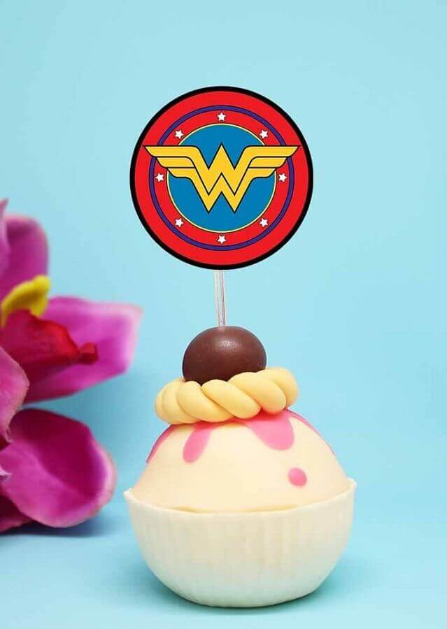 cupcake for party woman wonder decorated Photo Pinterest