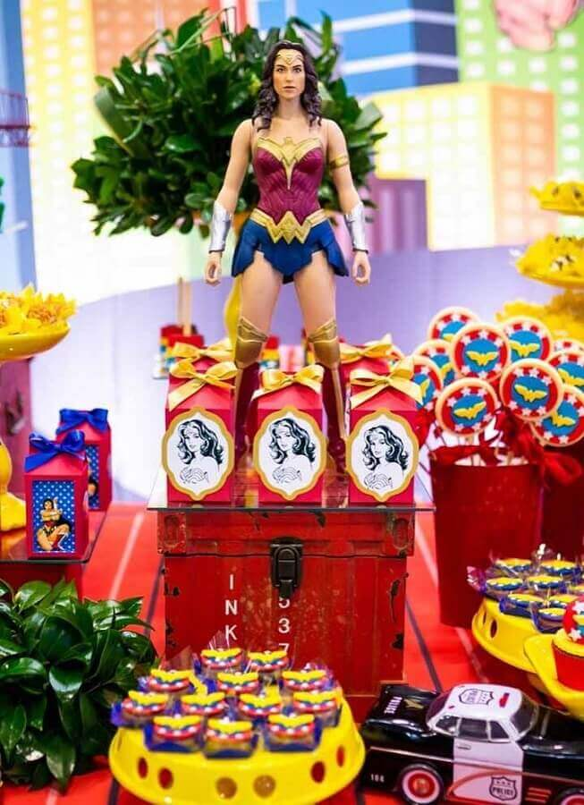 Wonder woman party decorated with doll of the character Photo Share Cake