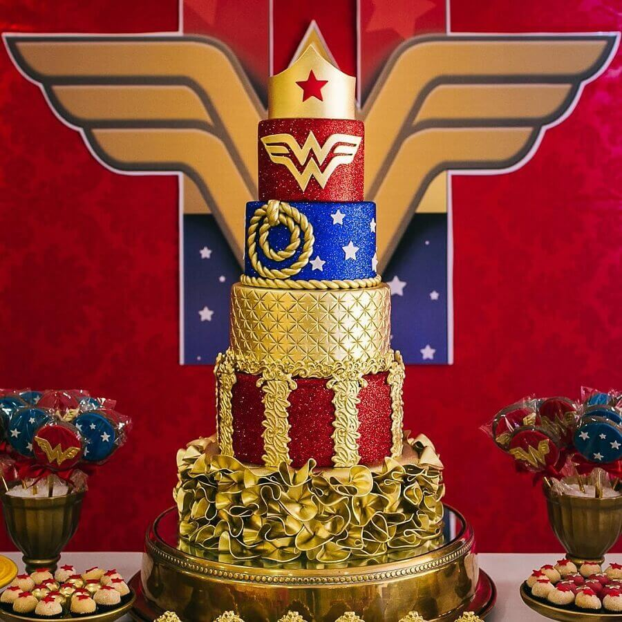 beautiful 5 floor cake decorated for woman wonder party Photo Andrea Andrade Cake Designer