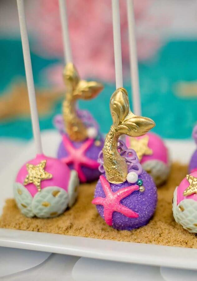 decorated pop cake for mermaid party Foto Pinterest