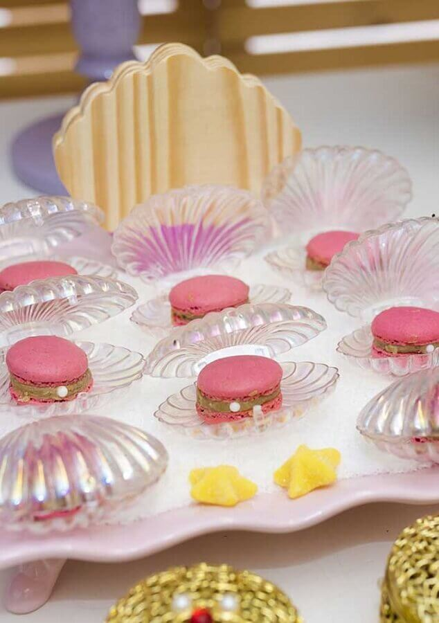 sweets inside decorative shells for mermaid children's party Foto Zozu