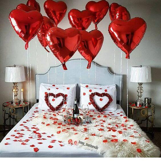 Valentine's Day ideas with balloons in the bedroom