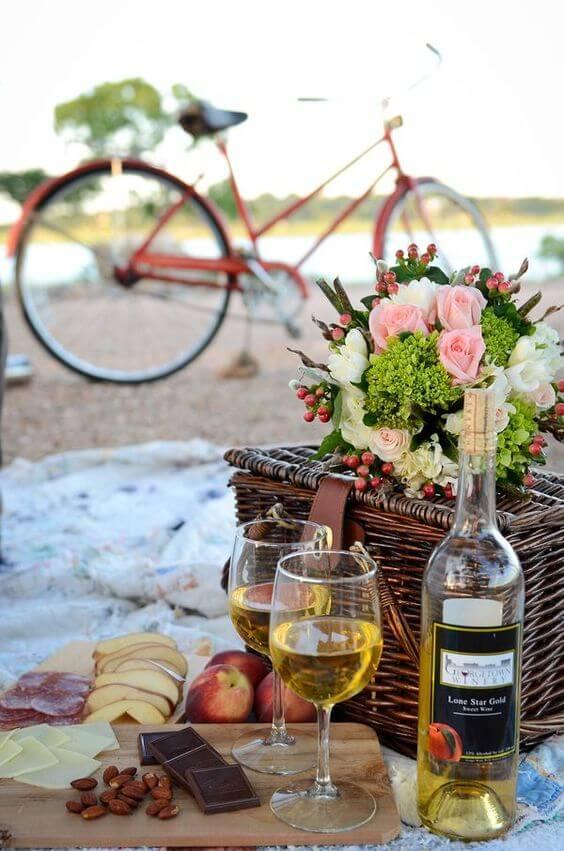 Romantic Valentine's Day picnic ideas