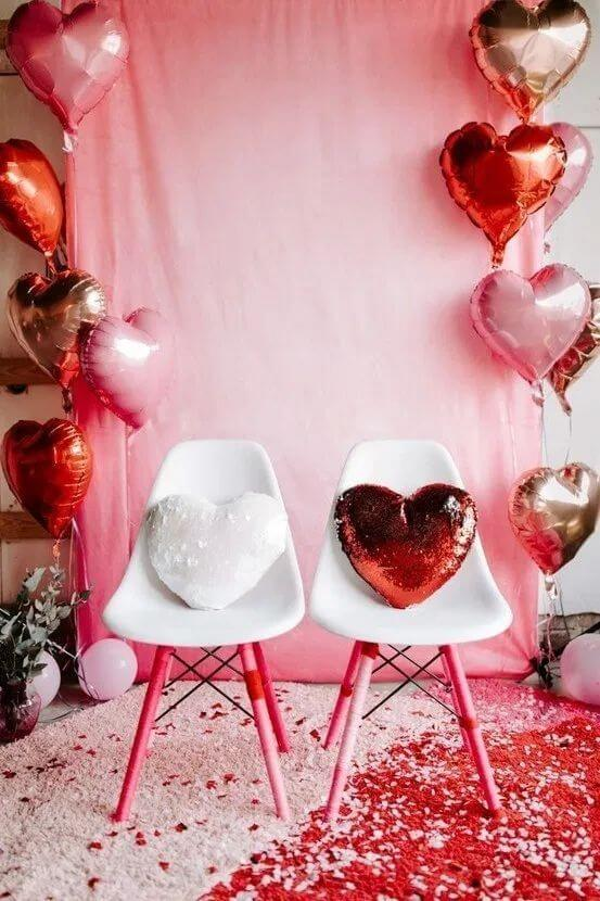 Valentine's Day ideas with balloon decorated house