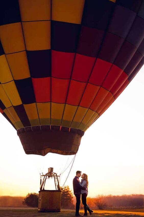 Creative Valentine's Day ideas with balloon ride