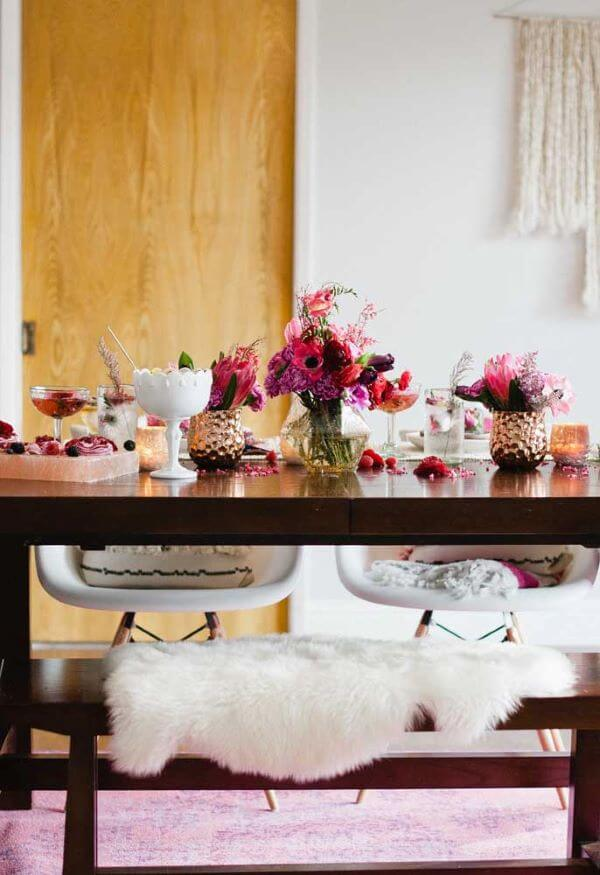 Simple Valentine's Day ideas with flower vase