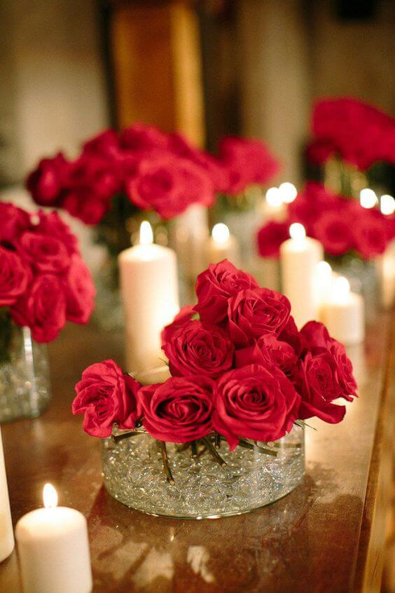 Valentine's Day ideas with roses decorated in the candle