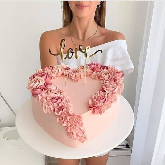 Valentine's Day Ideas: Surprise with a decorated cake