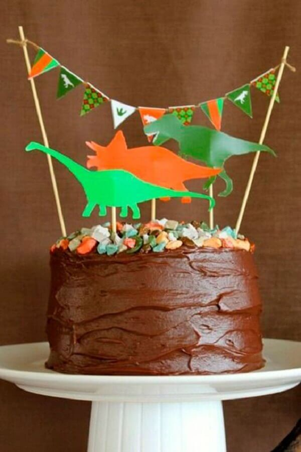 decorated cake for simple dinosaur party Photo Glamour Chat