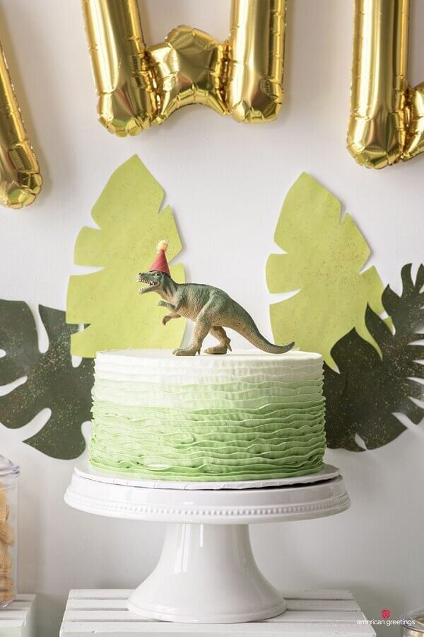 decorated cake for simple dinosaur party Foto Pinterest