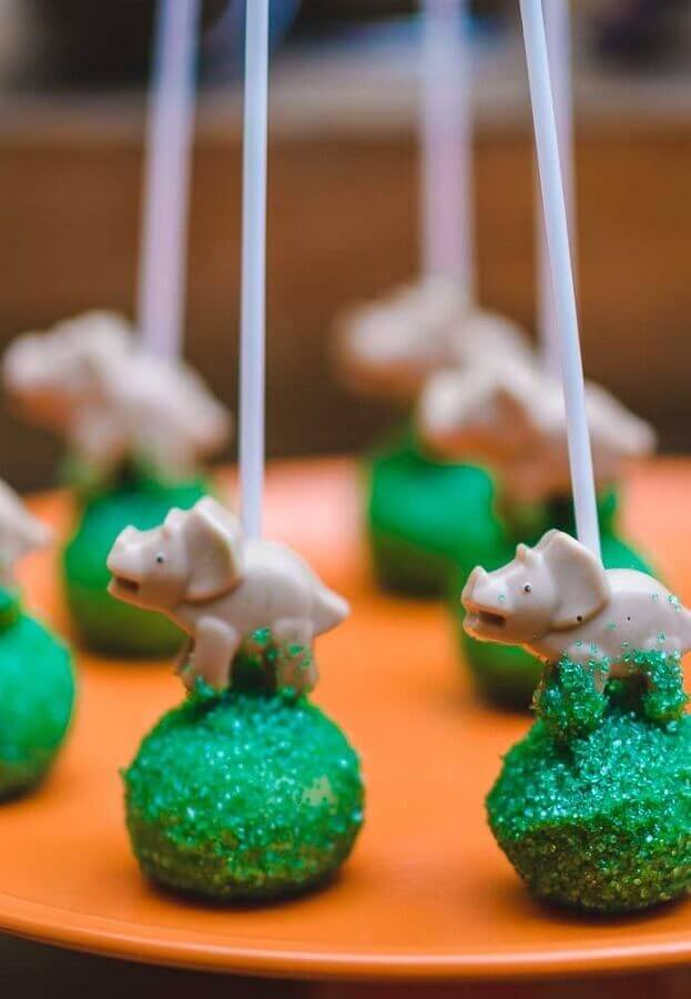 Personalized pop cake for dinosaur party Photo Pinterest