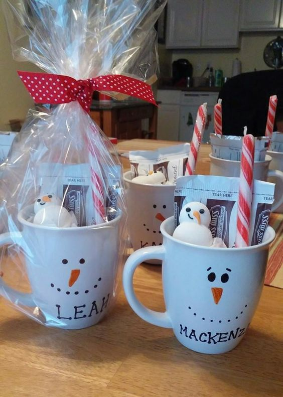 Frozen birthday souvenir with mug and custom candy