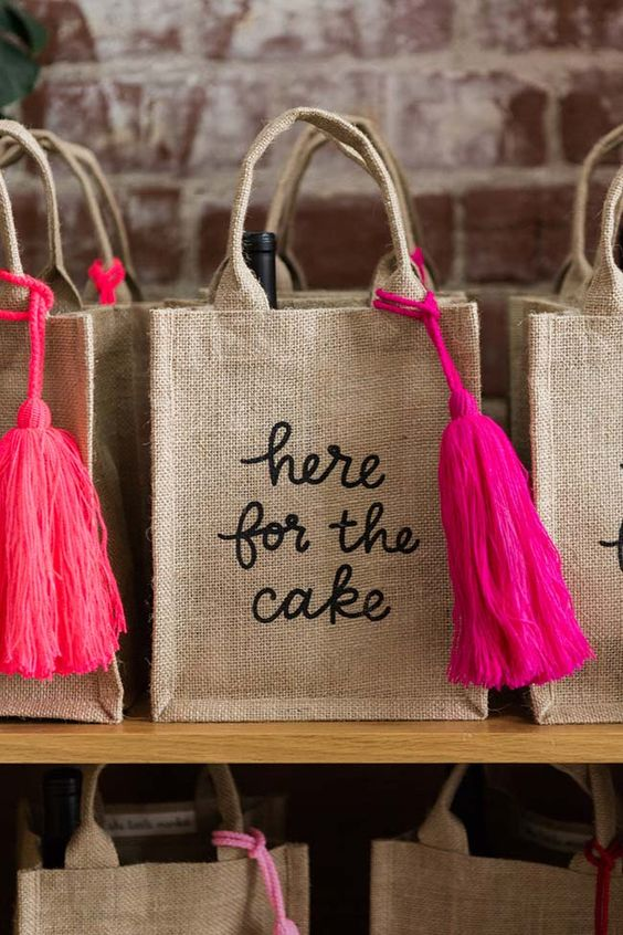 Adult birthday souvenirs with embroidered ecobag