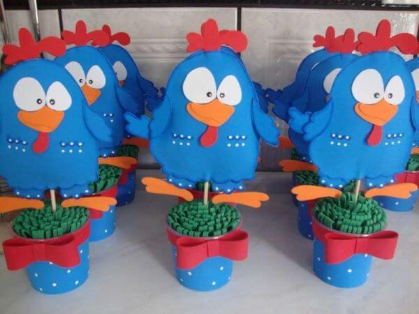 Birthday souvenirs chicken painted to decorate your home
