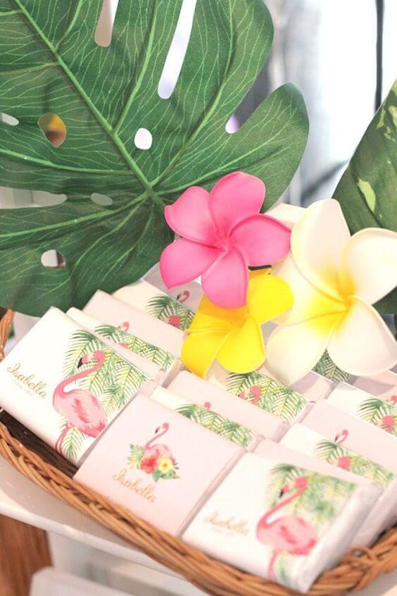 Birthday souvenirs with flamingos theme