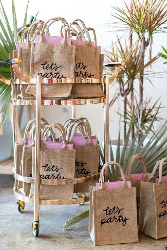 Deliver beautiful ecobags with surprises in the bag
