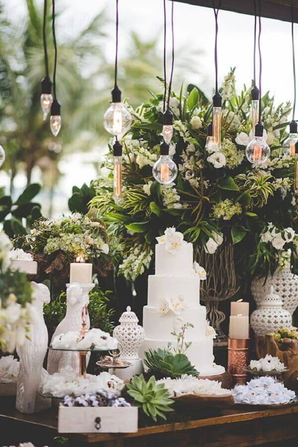white and green wedding colors Photo Constance Zahn