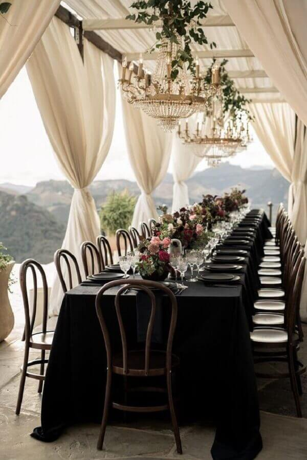 white and black wedding colors Photo Junebug Weddings