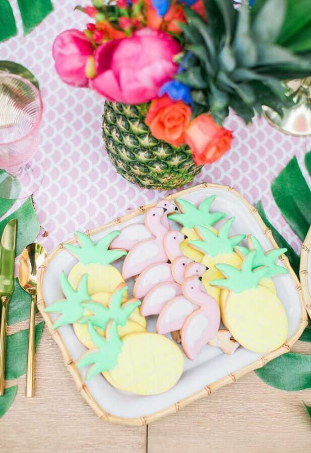 Personalized flamingo and pineapple party cookies Foto Style Me Pretty