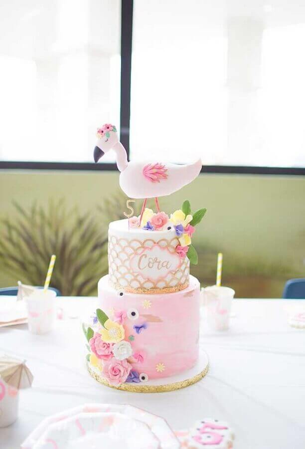 delicate cake decorated with flowers for children's flamingo party Foto Ideas Decor