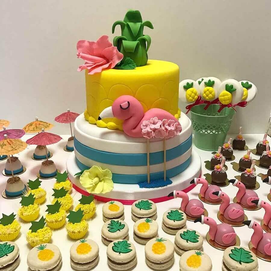 cake and candies for children's flamingo party Photo Bruna Marinoni