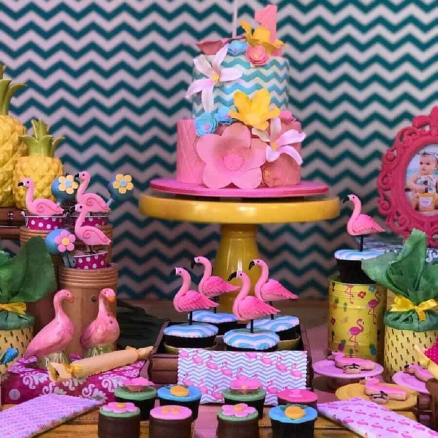 details for flamingo theme party table decorated Photo Lucia Dias Machado