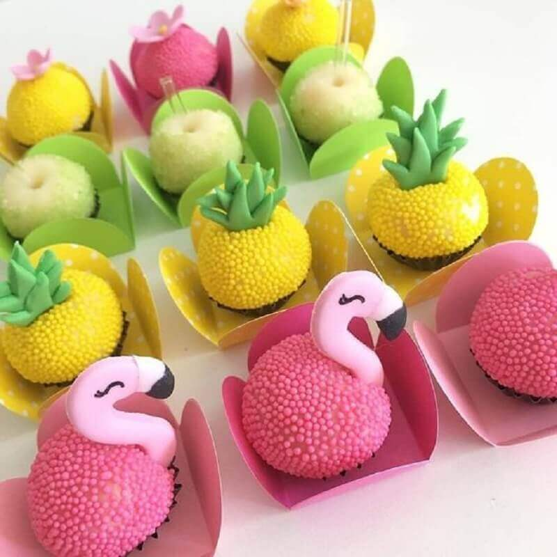 Decorated sweets for flamingo and pineapple party Photo Inspire your Party and Maternity
