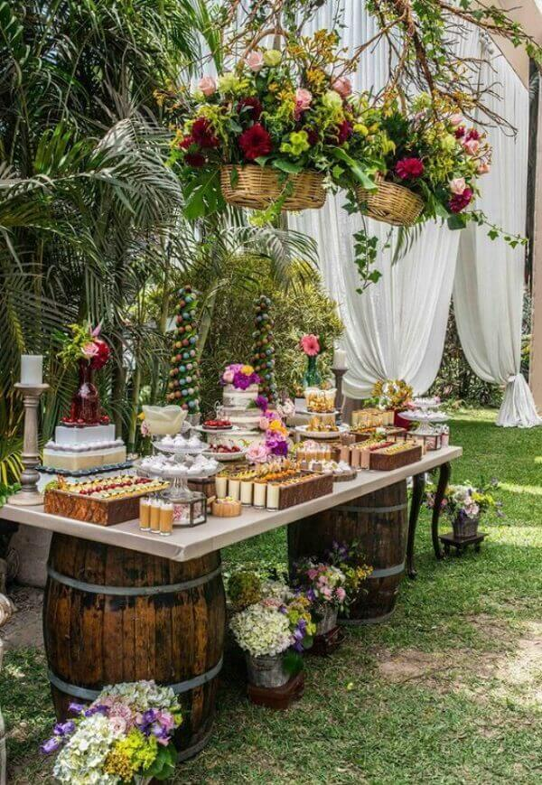 Outdoor engagement decoration