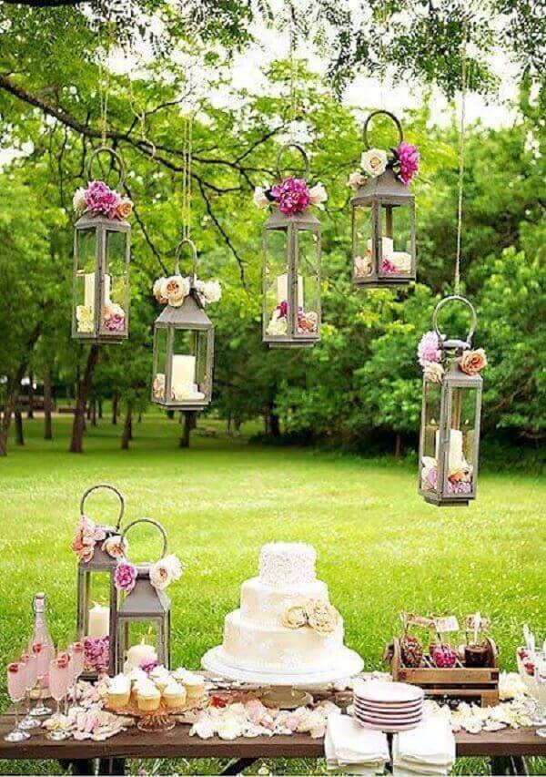 Moroccan lanterns transform the engagement dection