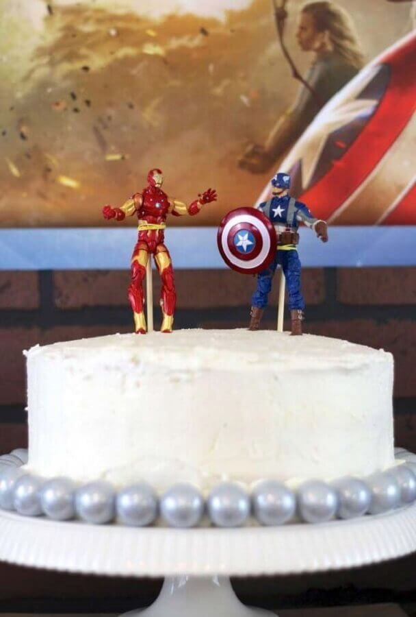 decorated cake for simple avengers party Photo Everyday Party Magazine
